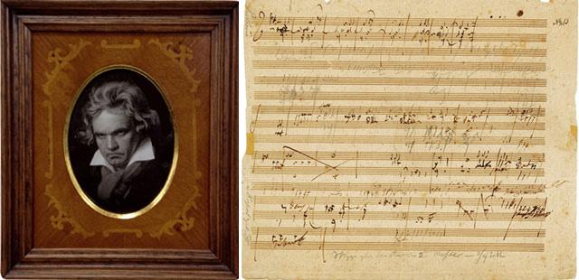 五线谱上正面三到六行处内容为《荣耀颂》乐章,而《降福经》乐章的一