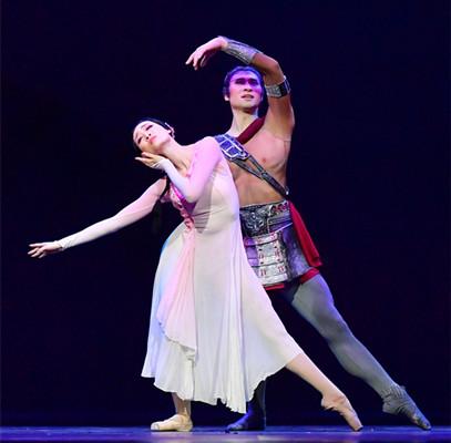 大眼睛舞蹈视频_2018国家大剧院舞蹈节:辽宁芭蕾舞团《花木兰》