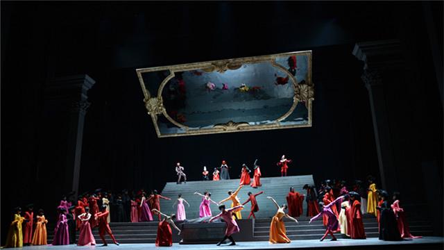与此同时,担任本剧导演,舞美设计,服装设计的泰斗级歌剧大师皮埃尔