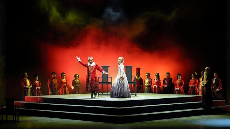 国家大剧院戏剧场的舞台融合了东西方建筑元素