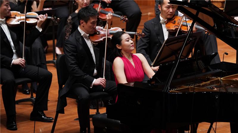 """钢琴家袁芳演绎的""""《北京颂》为钢琴与乐队而作""""是作曲家杜鸣心的图片"""