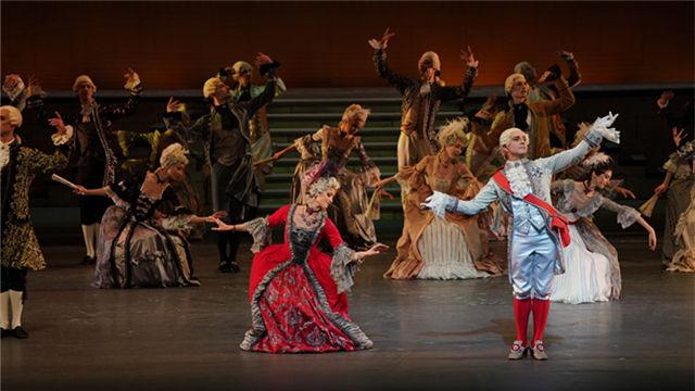 国王路易十六和王后玛丽·安托瓦内特驾到,众人起舞助兴